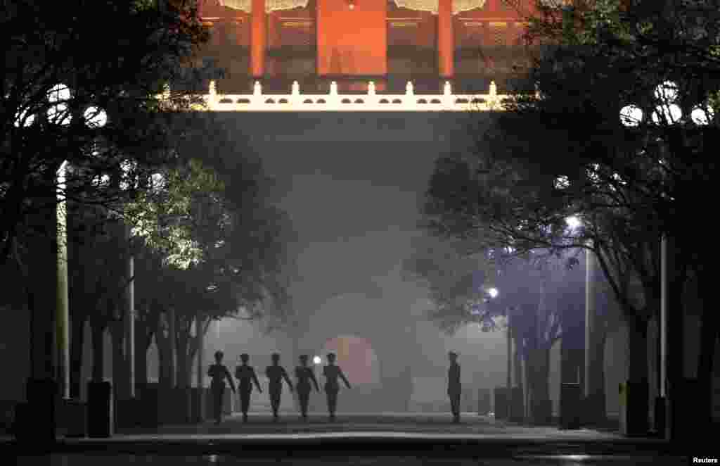 Paramilitary policemen practice drills inside the Forbidden City amid haze in central Beijing, December 4, 2011.