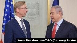 آقای هوک روز پنجشنبه با نخست وزیر اسرائیل دیدار کرد.