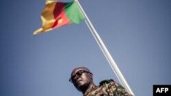 Le drapeau du Cameroun à Buea, le 26 avril 2018.