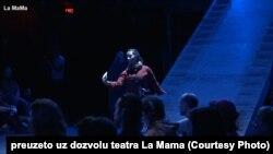 Glumci u nekim scenama izvode tekst na svom jeziku, pa se mogu čuti albanski i srpski (Foto: La Mama)
