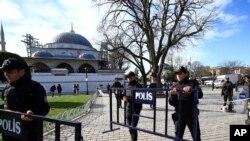 """Istanbuldagi qonli hujumlarga javoban Anqara Suriya va Iroqda """"Islomiy davlat"""" to'dasining manzillarini bombardimon qildi."""