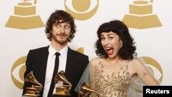 «Տարվա լավագույն ձայնագրություն» անվանակարգում հաղթող ճանաչված կատարողներ Գոտյեն և Քիմբրան՝ «Somebody That I Used to Know» կատարման համար