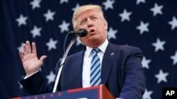 """Donald Trump afirma que las elecciones de noviembre estarían """"arregladas"""" y que los medios quieren acabar con su campaña."""