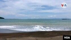 Playas como Caldera de arenas negras en el pacifico costarricenses se mantendrán cerradas como medidas para evitar contagio de COVID-19. [Foto: Armando Gómez, VOA]