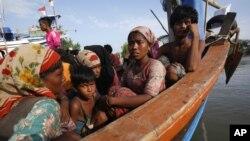 د دې کډوالو زیاتره برخه په برما کې د روهنگیا مسلمانان او د بنگله ډیش اوسېدونکي شامل دي