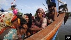 Manusia-manusia perahu dari etnis Rohingya di Myanmar.