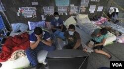 Los estudiantes realizan la huelga frente a la sede del PNUD en Caracas.