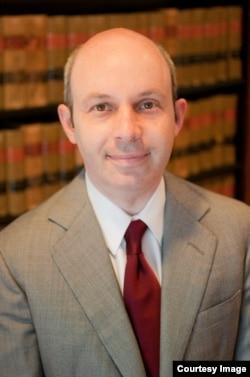 哈佛大学法学院教授汤姆•戈尔德斯廷