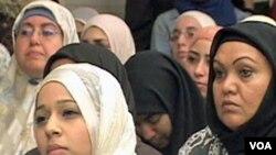 U Anaheimu, na skupovima građana rasprave o optužbama protiv jedanaestorice studenata islamske vjere