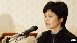 김현희 씨가 2009년 3월 11일 부산에서 일본인 납북 피해자 가족들과 만난 후 기자회견을 하고 있다.