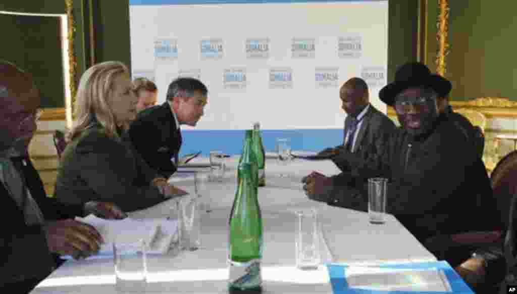 U.S. Secretary of State Hillary Rodham Clinton meets Nigeria's President Goodluck Jonathan, right, at the London Conference on Somalia, Thursday Feb. 23, 2012.