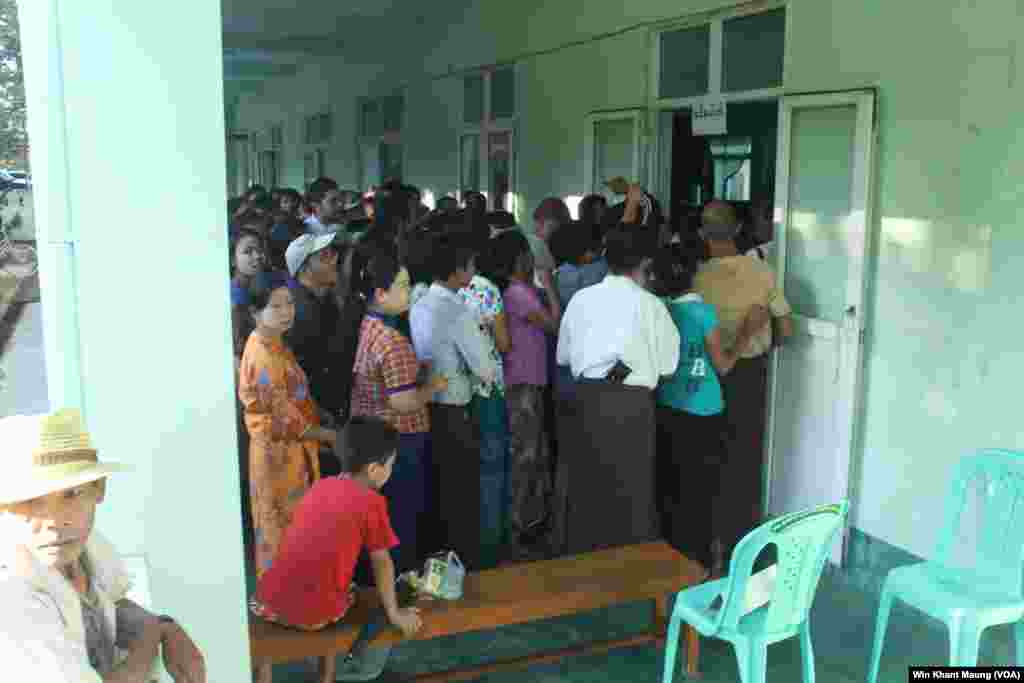Voters lined up to vote in a polling station in Pyay Township, Nov. 8, 2015.