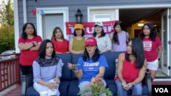 Helen Ray Heller bersama perempuan diaspora Indonesia pendukung Presiden Trump yang bergabung dalam kelompok Indonesian American for Trump. (Foto: VOA)
