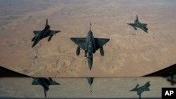 Pesawat-pesawat tempur Perancis Mirage 2000 D terbang menuju N'Djamena, Chad untuk melakukan operasi militer di Mali utara (11/1).