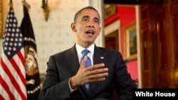 Presiden Barack Obama mendesak agar potongan pajak bagi kelas menengah AS diperpanjang, pada pidato mingguan hari Sabtu 1/12 (foto: dok).