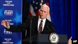 Le vice-président Mike Pence lors d'un événement sur les réductions d'impôts et l'économie à Council Bluffs, Iowa, le 6 mars 2018.