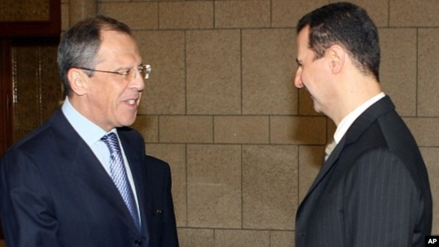 Syrian President Bashar Assad, right, shakes hands with Russian Foreign Minister Sergei Lavrov. (2008 file photo).