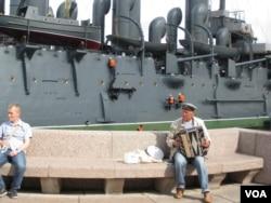 阿芙乐尔巡洋舰。那里是许多中国人访问圣彼得堡时喜爱的游览景点。(美国之音白桦)