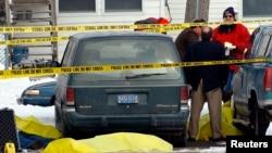 Scène d'une fusillade au palais de justice à Mount Pleasant, Michigan, le 5 mars 2002.