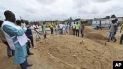 Eneo lililogunduliwa kuzikwa zaidi ya miili 50 ya watu katika kaburi moja huko Yopougon mjini Abidjan, Mei 4,2011
