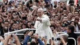 Kosova e quan historike vizitën e Papa Françeskut
