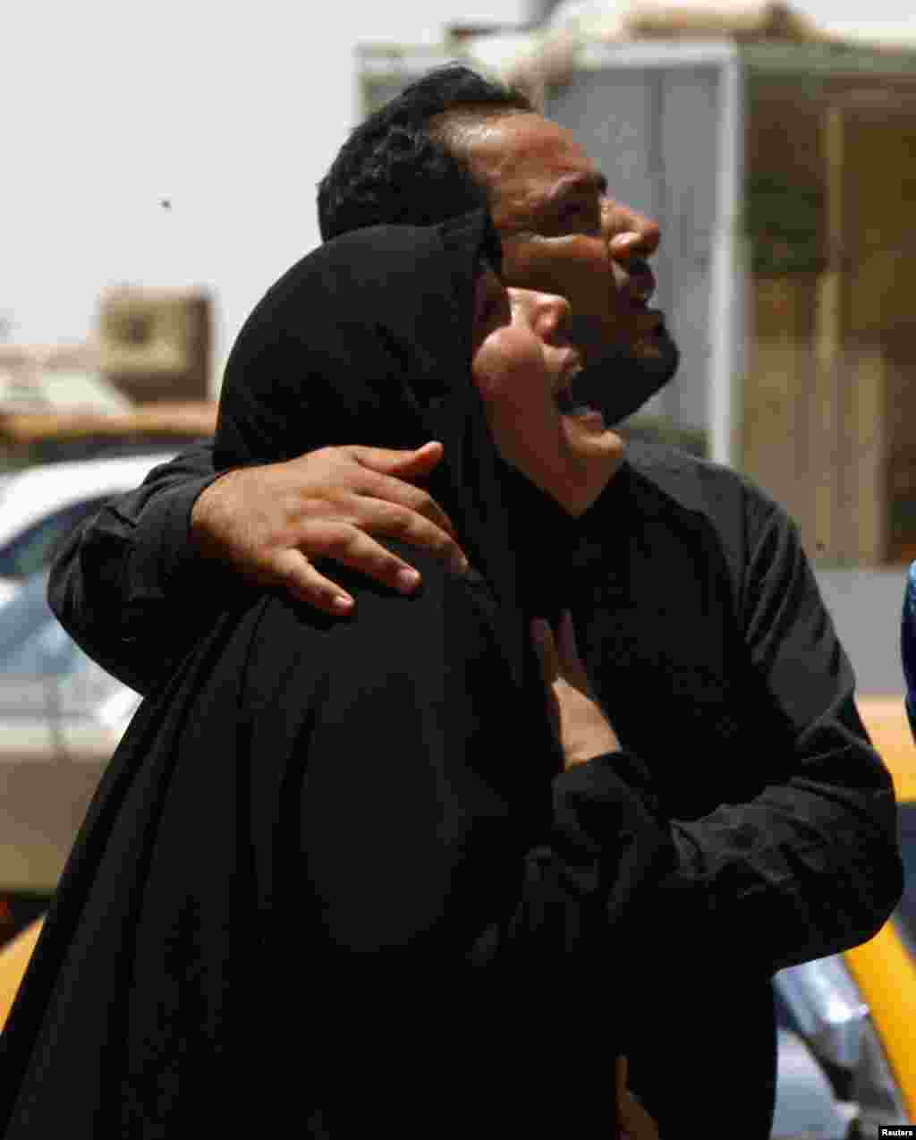 A woman mourns during a funeral of victim from Tuesday's bomb attacks in Najaf, 160 km (100 miles) south of Baghdad, July 3, 2013.