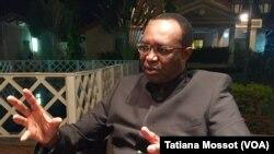 Anicet Georges Dologuélé, candidat à la présidence de Centrafrique, le 26 décembre 2015 (VOA/Tatiana Mossot)