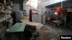 Пустая комната в поврежденном полевом госпитале, после авиаударов в повстанческом районе Алеппо. 1 октября 2016.