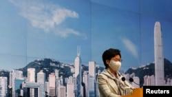 Trưởng đặc khu Hong Kong Carrie Lam tại một cuộc họp báo trước khi luật an ninh được ban hành. Ảnh chụp tại Hong Kong ngày 30/6/2020. REUTERS/Tyrone Siu