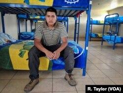 César Fernández Morales, un mexicano recientemente deportado dice que la seguridad adicional en la frontera de EE.UU. con la Guardia Nacional y mayor tecnología agregado a los peligros del cruce le han disuadido de ingresar ilegalmente por segunda vez.