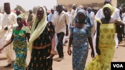 Dalibai mata su hudu na makarantar sakandare na Chibok da suka kubuta.