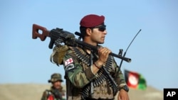Солдат афганської армії на посту