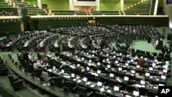 Beberapa anggota parlemen Iran menuntut penyelidikan atas dugaan penyiksaan di penjara Teheran (foto: dok).
