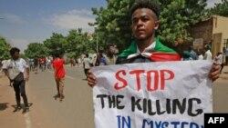 Abanyesudani mu myiyerekano ku murwa mukuru Khartoum, kw'italiki 17/08/2020.
