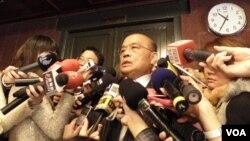 民進黨主席蘇貞昌2月25日談扁案(美國之音申華拍攝)