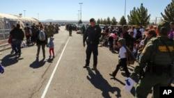 De acuerdo con DHS, solo en el mes de abril aproximadamente 109.000 personas cruzaron la frontera y se espera que en mayo esa cifra sea mayor.