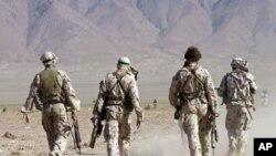 وزیر دفاع آسترالیا از همتای افغانش معذرت خواست