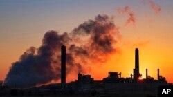 Tư liệu - Nhà máy điện đốt than Dave Johnson vào một buổi sáng ở Glenrock, bang Wyoming, Mỹ