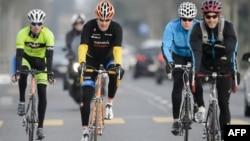 지난 3월 16일 스위스 로잔에서 열린 이란 핵 협상 도중 동료들과 자전거를 타고 있는 존 케리 미 국무장관.
