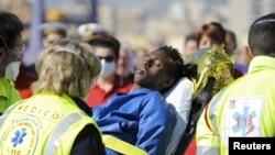 Liviya sohillari yonida Yevropaga ketayotgan qariyb 700 migrant mingan kema ag'darilgan.