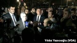 Olay mahalline gelen CHP milletvekilleri Murat Emir, Eren Erdem, Ali Şeker ve Çetin Arık açıklama yaptı
