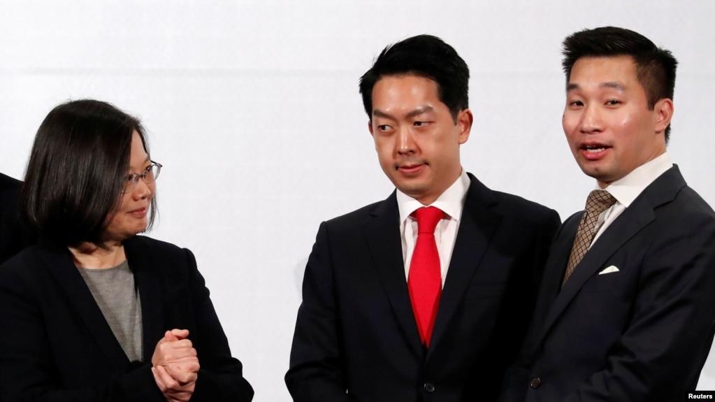 Tổng thống Đài Loan Thái Anh Văn, Chủ tịch AmCham tại Đài Loan Albert Chang và Phó Trợ Lý Ngoại trưởng Mỹ Alex Wong, tại Đài Bắc, ngày 21/3/2018.