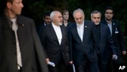 伊朗外长扎里夫和伊朗原子能机构负责人交谈