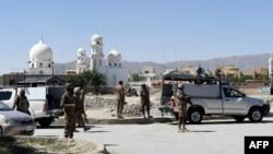 Binh sĩ Pakistan canh giữ hiện trường nơi xảy ra vụ bắt cóc hai người Trung Quốc ở thị trấn Jinnah, Quetta, ngày 24/5/2017.