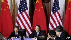 美国财政部长盖特纳和中国副总理王歧山5月9日在华盛顿