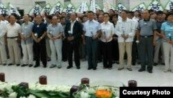 """2012年8月,被认定""""跳楼自杀""""的原哈尔滨常务副市长朱胜文葬礼。(司马南微博图片)"""