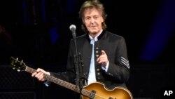ARCHIVO- Paul McCartney durante el One on One Tour en el Hollywood Casino Amphitheatre de Tinley Park, Illinois, en 2017.
