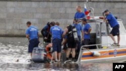 Russian emergency workers look for survivors following a crash between a pleasure boat and barge on the Moscow river in Moscow July 31, 2011