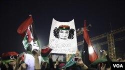 La orden de arresto alcanza a Moammar Gadhafi, su hijo Saif al-Islam y su ex jefe de inteligencia, Abdullah al-Senussi.