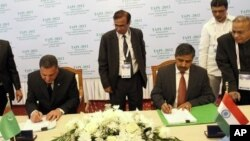 Sahatmurad Mamedov of Turkmengaz, left, and Bhuwan Chandra Tripathi of India's state-owned Gail Ltd., at signing ceremony, Avaza, Turkmenistan, May 23, 2012.
